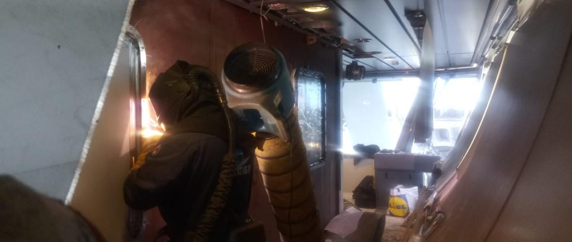 Plaatsing-ramen-offline-room-Olympic-Delta-9-projecten-maritiem-repair-bv.JPG