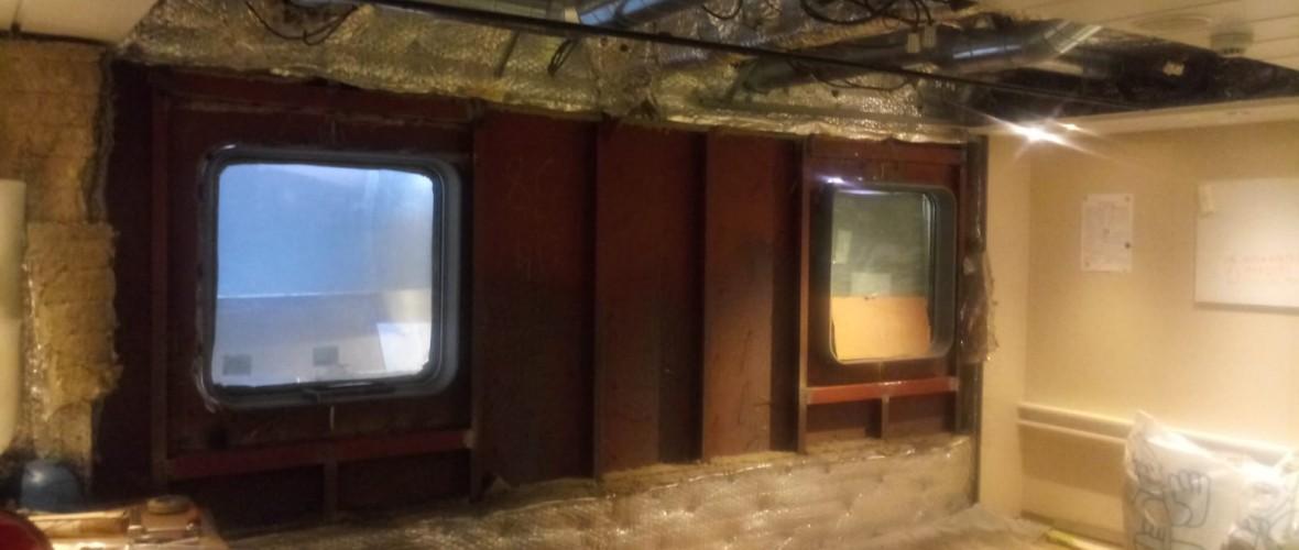 Plaatsing-ramen-offline-room-Olympic-Delta-6-projecten-maritiem-repair-bv.JPG