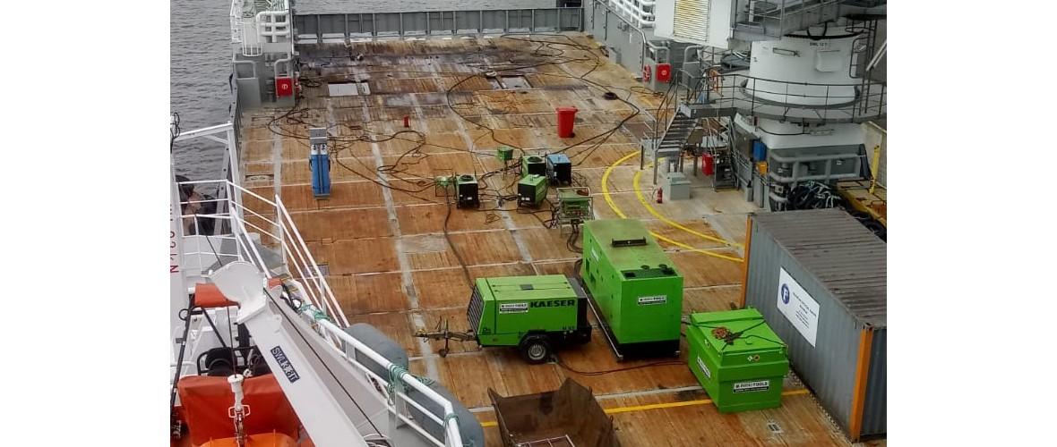 Plaatsing-ramen-offline-room-Olympic-Delta-3-projecten-maritiem-repair-bv.JPG